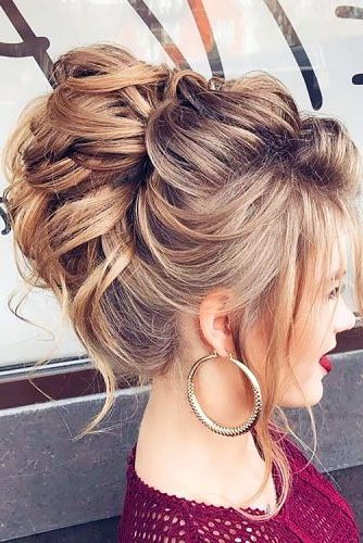 50 Awesome Curly Wedding Hairstyles 2019 Almost All Of The Curly Wedding Hairstyles Are For Girls With Strai Curly Wedding Hair Hair Styles Wedding Hairstyles