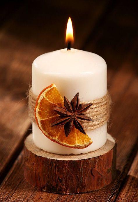 Duftende Winterkerze auf Fichtenholz kerzen  rustikal duftend ... - #auf #duftend #duftende #Fichtenholz #Kerzen #Rustikal #Winterkerze