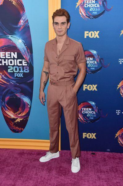 KJ Apa attends FOX's Teen Choice Awards.