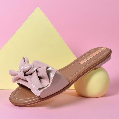 Para deixar o visual com um suave toque de romanc | Shoes