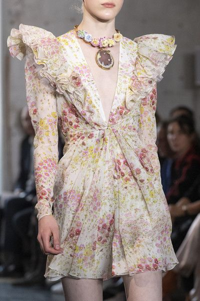 Giambattista Valli At Paris Fashion Week Spring 2020 Couture Fashion Fashion Fashion Week