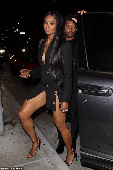 Ciara turns heads in black blazer dress as she enjoys dinner with her husband Russell Wilson Sexy Outfits, Sexy Dresses, Ciara Style, Ciara And Russell Wilson, Ciara Wilson, Blazer Dress, Beautiful Black Women, Look Fashion, Sexy Legs