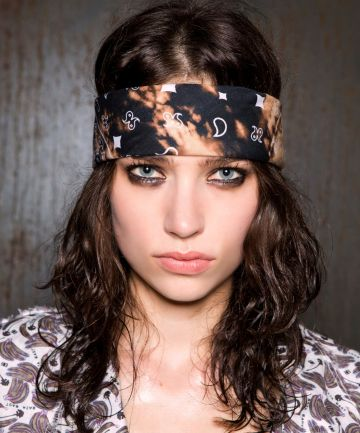 3ed6eb6df2bb6 Tie One On: 14 Ways to Wear a Headscarf | Hairstyles and Accesories | Hair  styles, How to wear, Hair looks