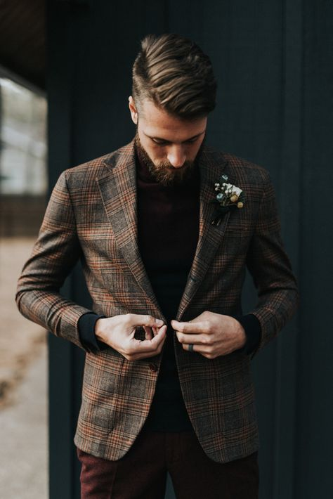 This Elegant Cabin Wedding Inspiration is a Modern Winter Wonderland This groom wore a plaid neutral suit for an elegant fall feel Plaid Wedding, Cabin Wedding, Wedding Men, Fall Wedding Groomsmen, Forest Wedding, Diy Wedding, Groom Wear, Groom Outfit, Groom And Groomsmen