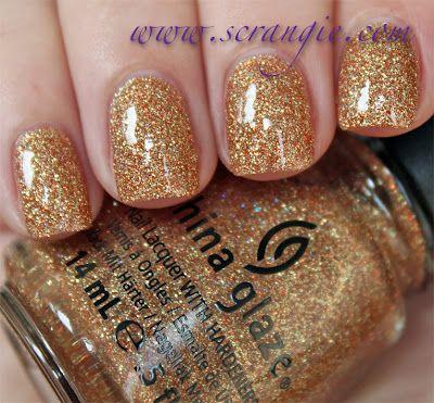 Loving the gold sparkle nail polish!!!! #IPAProm #Prom360 #prom #nails