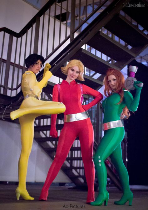 Penny Cosplay as Alex, Frost Gun cosplay as Sam Liv-is-alive as Clover. Photographer: Jessica Ao Cosplay — with Rita Samuade, Melissa Garcia an' Adriana Pissardini.