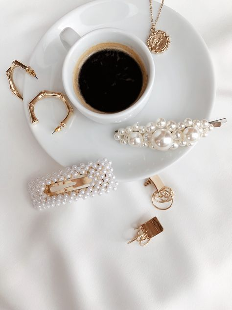 Flat Lay Photography Ideas and Inspiration for Bloggers and Instagram Influencers & Content Creators. - Beautiful Flat Lays - Feminine Flat Lays #instagramflatlays #flatlays #flatlayphotography #flatlayideas #goldjewelry #fashion #minimalistjewelry #coffee