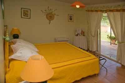 Vente Chambres Hote A Peyrolles En Provence Bouches Du Rhone Chambre Chambre D Hote Maison D Hotes