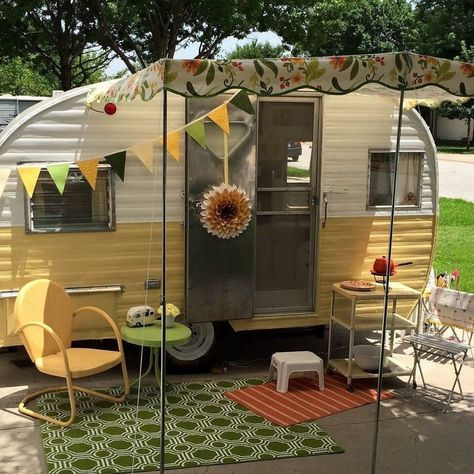 25 Best Photo of Genius Vintage Camper Trailer Makeover And Renovation. Genius Vintage Camper Trailer Makeover And Renovation 60 Genius Vintage Camper Trailer Makeover And Renovation 3 Camper Diy, Camper Hacks, Popup Camper, Bus Camper, Camper Ideas, Caravan Ideas, Shasta Camper, Caravan Vintage, Vintage Rv