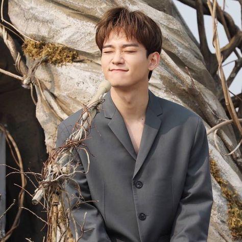 "Chen album ""April and a flower"" 190401"
