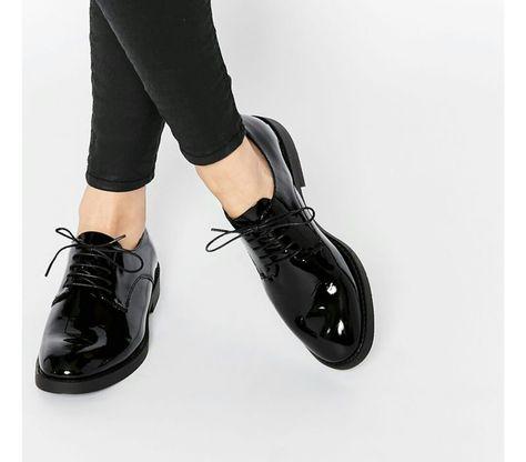 Sapato Feminino Modelo: Oxford Em verniz Sola tratorada de 4cm Marca:  Satinato Material: Sintético COLEÇÃO VERÃO 2017 Veja outras opções de  sapatos…