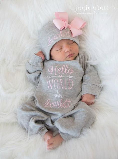This Hello World newborn outfit is super cute and makes a great baby shower gift or addition to your little ones wardrobe. Available in pink and gray, other colors are available by request, just shoot me an Etsy message and well see what we can do :) Please allow 10-12 BUSINESS DAYS turn around time