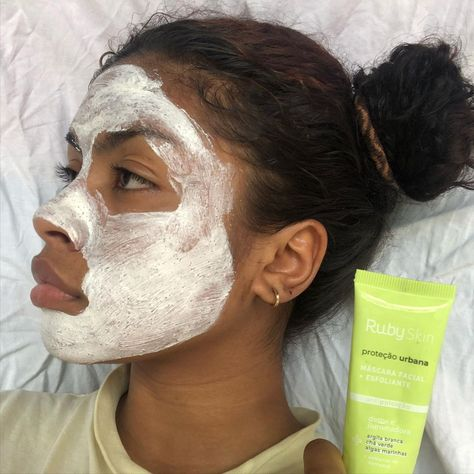 "Leticia on Instagram: ""Poderia ser uma publi né 😣 kfkfkkkkkk . . . #feedclean #feedclothing #fotorespiro #explorepage #skincare #skincareroutine #skincareproducts…"""
