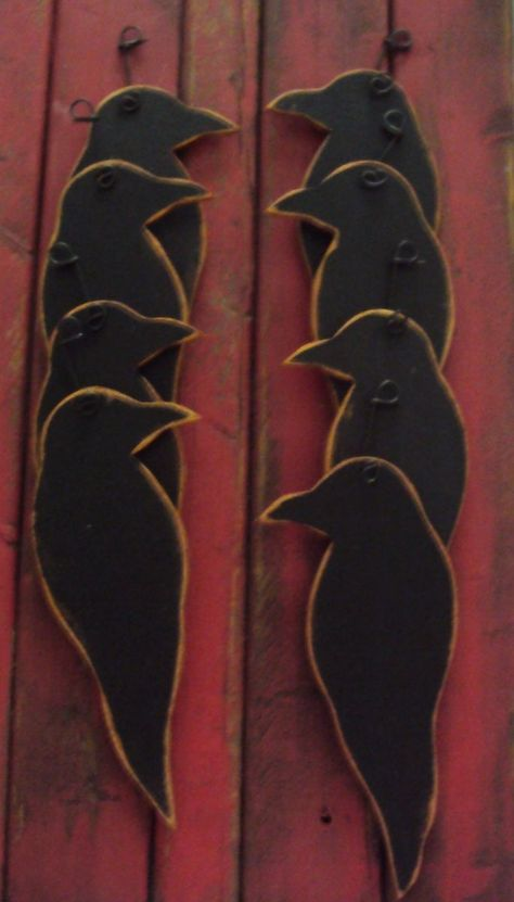 Primitive Farmhouse Crow Ornaments Wood --- put printed paper over shape Primitive Wood Crafts, Wooden Crafts, Country Primitive, Primitive Fall Decorating, Primitive Scarecrows, Primitive Stitchery, Primitive Folk Art, Halloween Wood Crafts, Fall Crafts