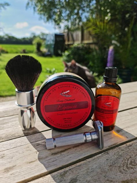 This is the French Brand ES Rasage, Equinox provides a fantastic lather, glide and a silky smooth posy shave feel.