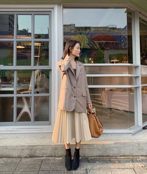 Chân váy midi dễ mặc thật đấy, nhưng trông bạn sẽ xinh tươi sành điệu nhất khi áp dụng 4 công thức sau