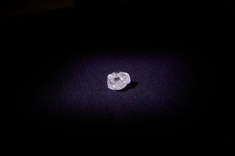 Alrosa Has Announced The Recovery Of The First Large Gem Quality Rough Diamond From Verkhne Munskoe Deposit Which Was Commissioned O Rough Diamond Diamond Gems