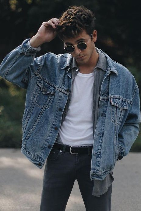 Outfit Style – Outfits with sweaters Our Most Favourite Look – Navy Pants + Beige Sweater + Leather Loafers Occasion – Streetwear, winter Mode Masculine, Masculine Style, Hommes Grunge, Look 80s, Mode Man, Denim Outfits, Denim Man, Hipster Outfits Men, Men Denim Jacket Outfit