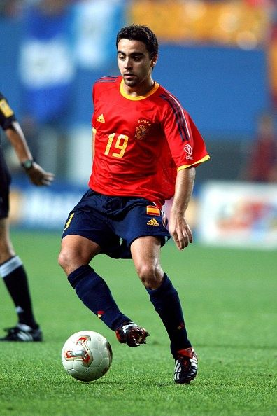 Xavi Hernandez Of Spain In Action At The 2002 World Cup Finals Xavi Hernandez Cup Final 2002 World Cup