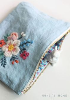 flower embroidery on plain pouch / Sticken