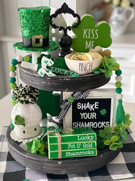 St Patrick's Day Decorations, St Patrick Decorations, San Patrick Day, Tiered Stand, Serving Tray Decor, Luck Of The Irish, Diy Craft Projects, Design Crafts, Holiday Crafts