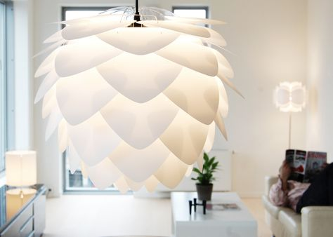 Moderne Lampen 70 : Moderne designkamer met lampen schans u stockfoto kozirsky