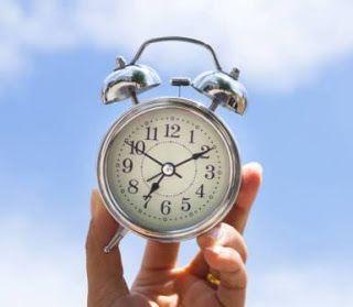 تعريف الالولويات هي المهارة التي تساعدك على ترتيب احتياجاتك على حسب اهميتها مبتدا بالاهم ثم المهم فالاقل اهمية لمساعدتك على Alarm Clock Clock Future Memes