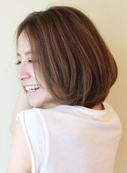 ボブ 大人女性 シルエットが綺麗なボブスタイル Reunaの髪型 ヘア