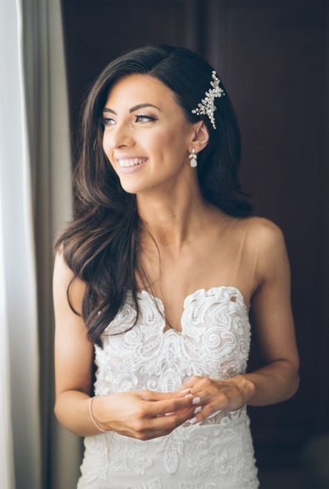 wedding hair with veil Bride Adriana wearing custom ARIES hair comb 1 Wedding Hairstyles With Veil, Hair Comb Wedding, Wedding Hair Pieces, Headpiece Wedding, Wedding Veils, Down Hairstyles, Diy Wedding Hair Down, Hair To The Side Wedding, Wedding Card
