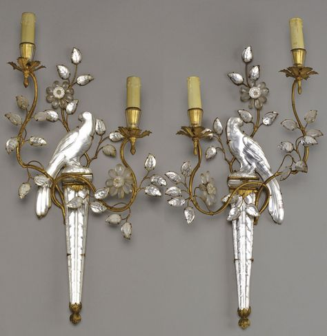 MAISON BAGUES A set of four gilded metal and glass wall lamps representing a parrot perched on a column. Circa 1950. H : 25 ¼ in