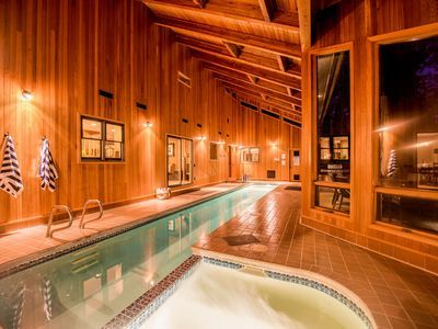 Sunriver By Avantstay Cozy Mountain Home W Indoor Pool And Hot Tub Sunriver Indoor Hot Tub Hot Tub Indoor Pool