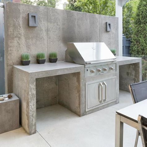 Concrete outdoor kitchen with barbecue and back wall in 2019 ...