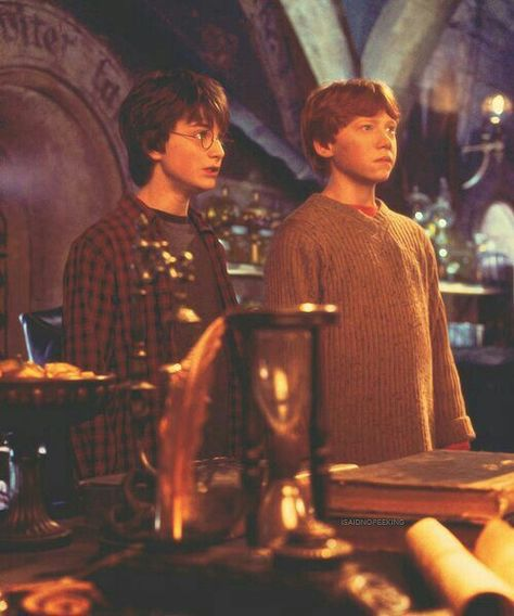 Harry Potter and the Chamber of Secrets - Publicity still of Daniel Radcliffe & Rupert Grint