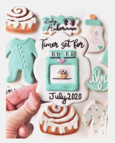 21 Unique and Creative ways to Announce your Pregnancy! 21 Unique and creative Baby Announcement Ideas. Pregnancy announcement with sibling. Pregnancy announcement with dog. Creative Baby Announcements, Creative Pregnancy Announcement, Pregnancy Announcement Photos, Baby Announcement Cake, Baby Cookies, Baby Shower Cookies, Cookies Et Biscuits, Sugar Cookies, Spice Cookies