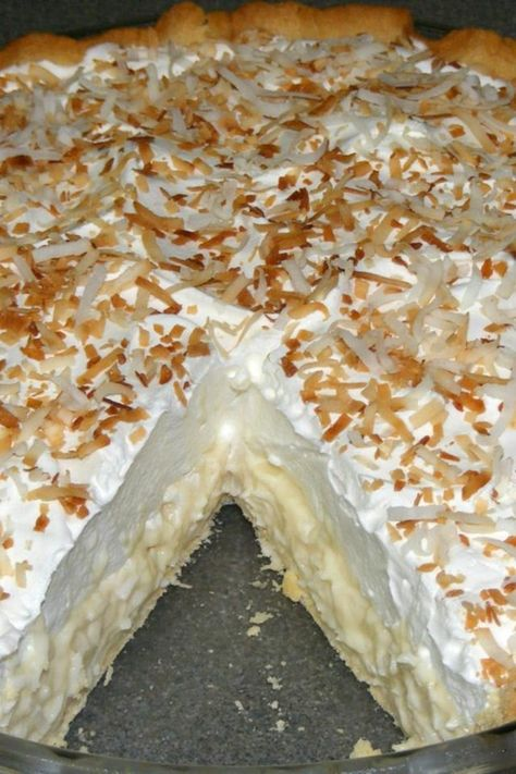 Old Fashioned Coconut Cream Pie - Dessert Recipes Coconut Desserts, Coconut Recipes, Easy Desserts, Delicious Desserts, Yummy Food, Cream Pie Recipes, Cake Recipes, Dessert Recipes, Coconut Cream Pie Bars Recipe
