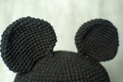 Mickey Hat - Free Crochet Pattern | Mickey Mouse hat