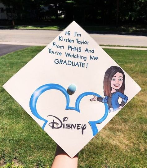 Struggling to figure out how to decorate a graduation cap? Get some inspiration from one of these clever DIY graduation cap ideas in These high school and college graduation cap decorations won't disappoint! Funny Graduation Caps, Graduation Cap Designs, Graduation Cap Decoration, High School Graduation, Graduation Pictures, College Graduation, Graduate School, Funny Grad Cap Ideas, Decorated Graduation Caps
