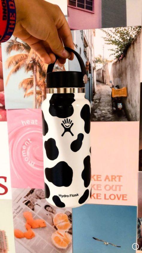 Water Bottle Art, Cute Water Bottles, Hydro Painting, Bottle Painting, Custom Hydro Flask, Hydro Flask Bottle, Teenage Girl Gifts, Diy Tumblr, Cow Art