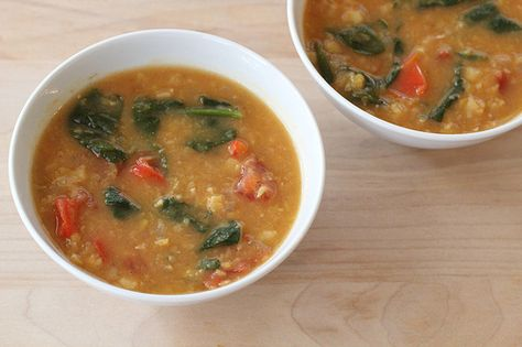 Vegetarian Yellow Split Pea Soup Recipe. Made with sweet red pepper, fresh tomato and spinach leaves. From http://eatingcleanrecipes.com/ © FOOD FIX, LLC #vegan #recipe #vegetarian