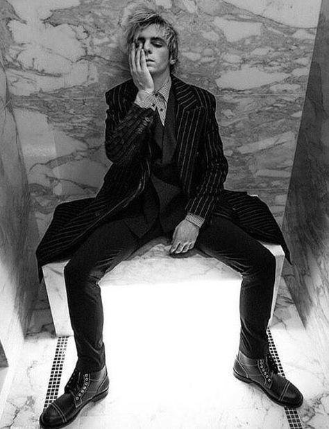 Ross Lynch photographed by Mike Ruiz for Rogue Magazine Ross Lynch Hot, Riker Lynch, Shawn Mendes, Beautiful Boys, Pretty Boys, Cute Boys, Tom Holland, Rogue Magazine, Austin Moon
