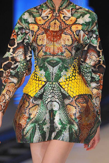 See every last detail from shoes and jewels, to bags and belts, from the Alexander McQueen Spring 2010 Ready-To-Wear show.