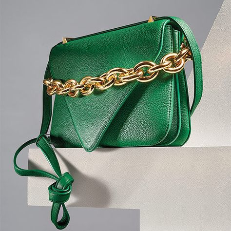 The finale! Our last #SBZHero from Neiman Marcus is the It bag of the season. A reinvigorating addition to your collection, Bottega Veneta's coveted design is constructed from buttery leather and accented with the in-demand chain-link strap. In a verdant hue that exudes optimism and elegance, it's a gem worthy of showing off. Unveil this handbag heroine as the star of all your outfits this fall. Tap now to see how our editors styled it!
