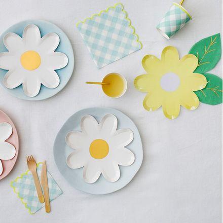 12 x Pastel Daisy Plates Easter Springtime Paper Flower Shape Plates
