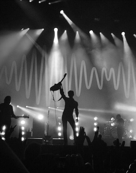arctic monkeys, alex turner, and black and white εικόνα Arctic Monkeys Wallpaper, Monkey Wallpaper, Arctic Monkeys Lyrics, Alex Turner, The Last Shadow Puppets, Black And White Aesthetic, Aesthetic Grunge, Classy Aesthetic, Character Aesthetic