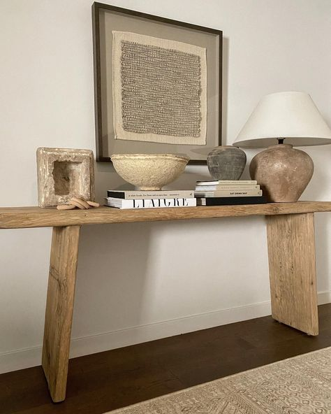 Home Design, Interior Design, Console Table Styling, Home Decor Inspiration, Entryway Decor, Apartment Entryway, Decoration, Home And Living, Living Room Decor