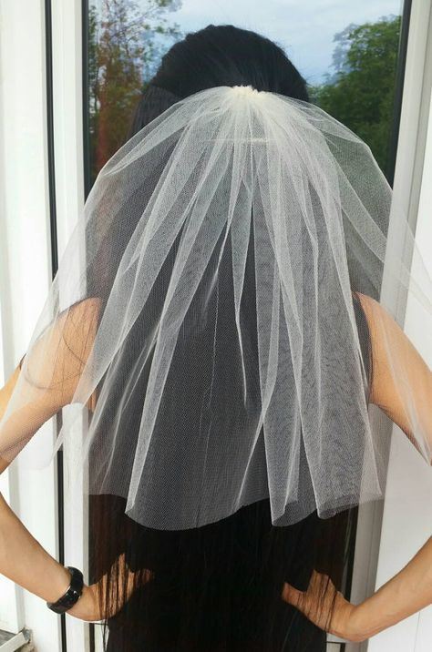 Bachelorette party 1-tier Veil IVORY, short length. Bridal shower veil, bachelorette veil, hen party veil, bride to be veil, idea, gift