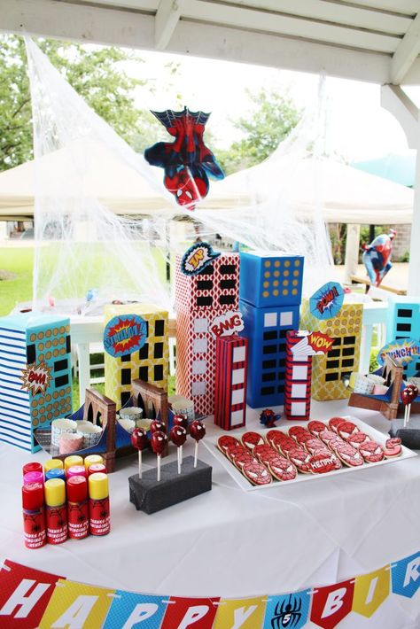 How to Throw a Super Spiderman Birthday Party – Crowning Details Spiderman Geburtstagsparty Ideen Superhero Birthday Party, 6th Birthday Parties, Birthday Party Decorations, Spider Man Party, Spiderman Birthday Ideas, Superhero Party Decorations, Birthday Table, Avengers Birthday Parties