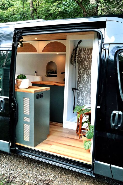 Los Angeles natives Deanna and James Dunn's quarantine project was a bit more ambitious. The couple utilized the past two months to renovate a basic sprinter van into a fully equipped tiny home on wheels, and the results are incredible. #vanmakeover #camper #diy #interiors #conversion #bhg Tiny House On Wheels, Van Conversion Interior, Camper Van Conversion Diy, Sprinter Van Conversion, Diy Interior, Simple Interior, Interior Plants, Ford Interior, Bathroom Interior