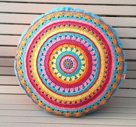 Häkelanleitung Rundkissen, Hippie 70s Stil / hippie crochet instruction, round cushion by Elealinda via DaWanda.com