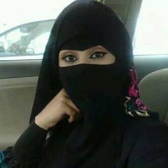 استطاعت سيدة سعودية مطلقة أن تقلب موقع تويتر رأسا على عقب وأن تثير المغردين بسبب تعريفها الخ Beautiful Arab Women Muslim Women Hijab Beautiful Muslim Women